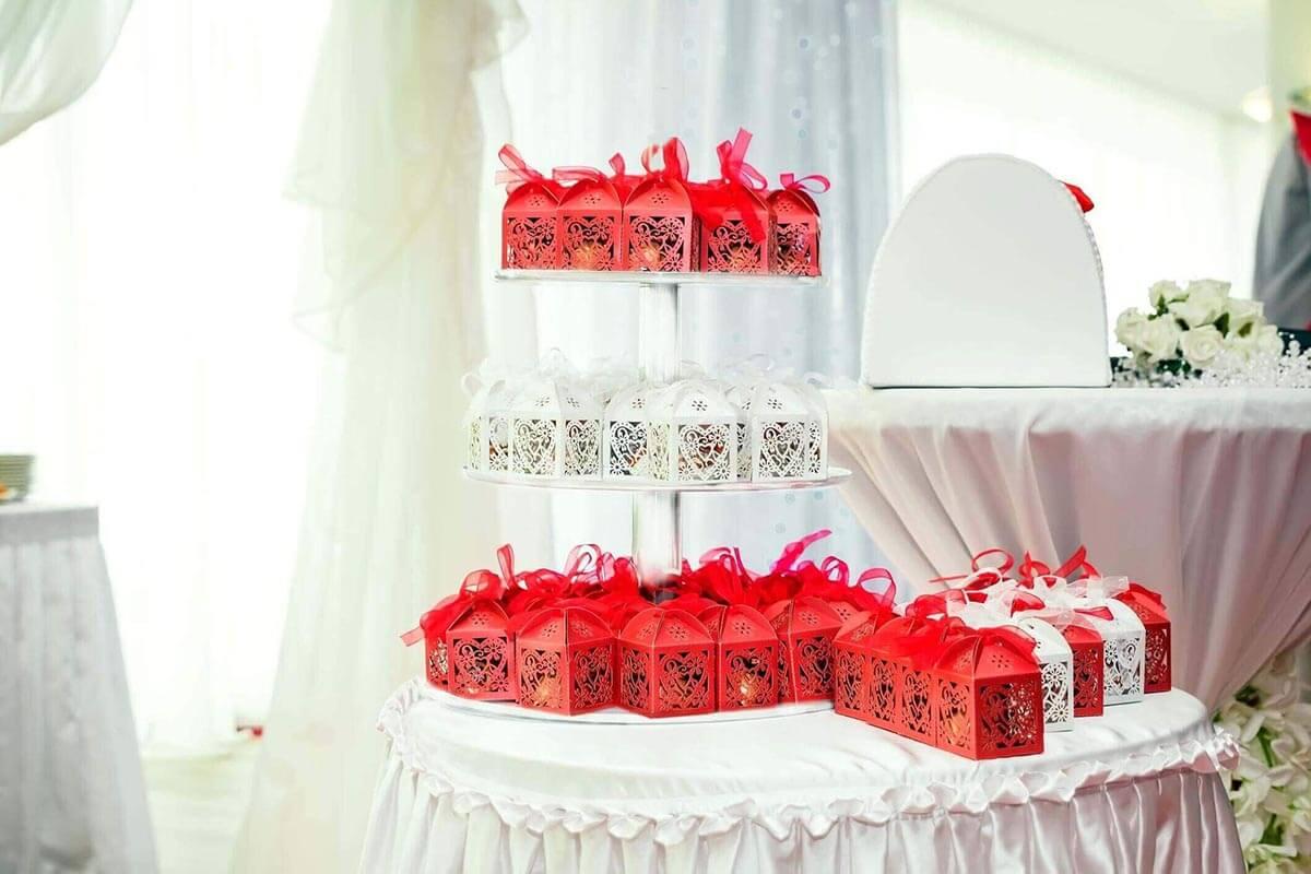 acrylic riser for wedding favors